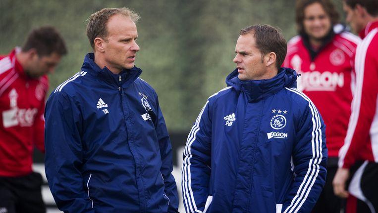 Een van de ex-internationals die in actie zal komen is Dennis Bergkamp (links). Frank de Boer (rechts) zal als coach langs de lijn verschijnen. Beeld anp