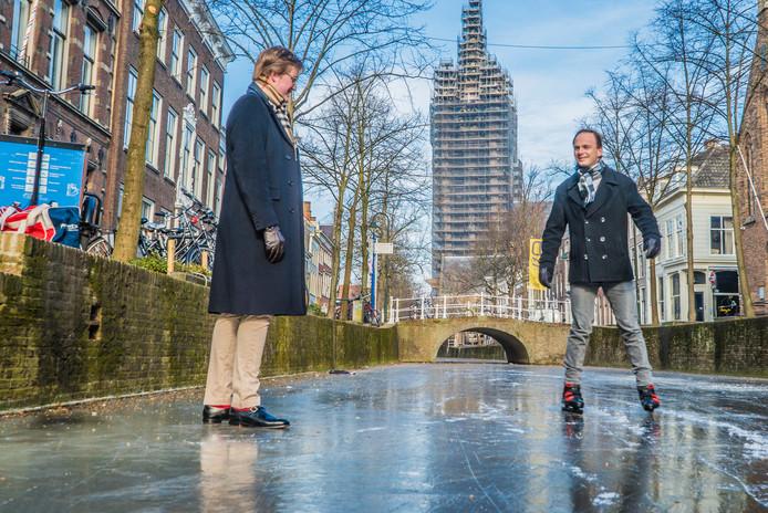 2 maart 2018: schaatsen op de grachten in Delft.