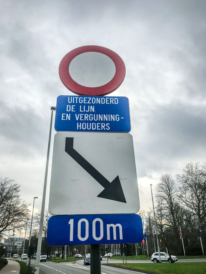 Het verkeersbord dat de situatie moet aangeven is té weinig.