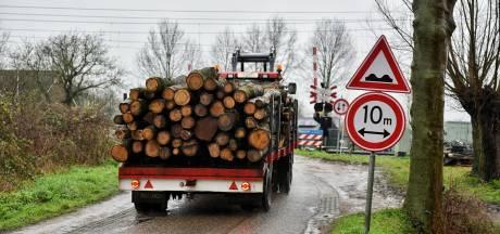 ProRail doet aangifte tegen chauffeur na aanrijding Berkel-Enschot: 'Mensenlevens in gevaar gebracht'