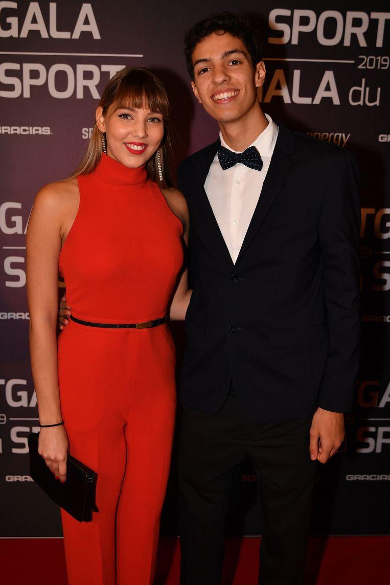 Jonathan Sacoor en zijn zus.