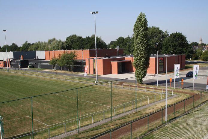 Het vaccinatiecentrum komt in Sporthal 2 op de sportzone in Poperinge.