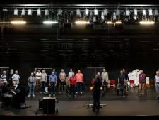 Door weer en wind: Fulco's mannenkoor gaat al 35 jaar geen uitdaging uit de weg, óók niet tijdens corona