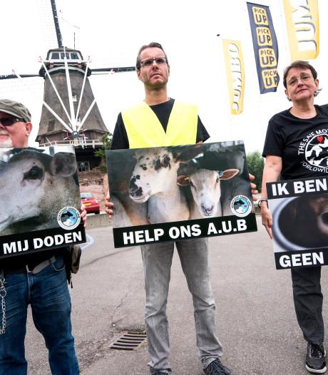 Vreedzaam protest bij slachterij in Montfoort
