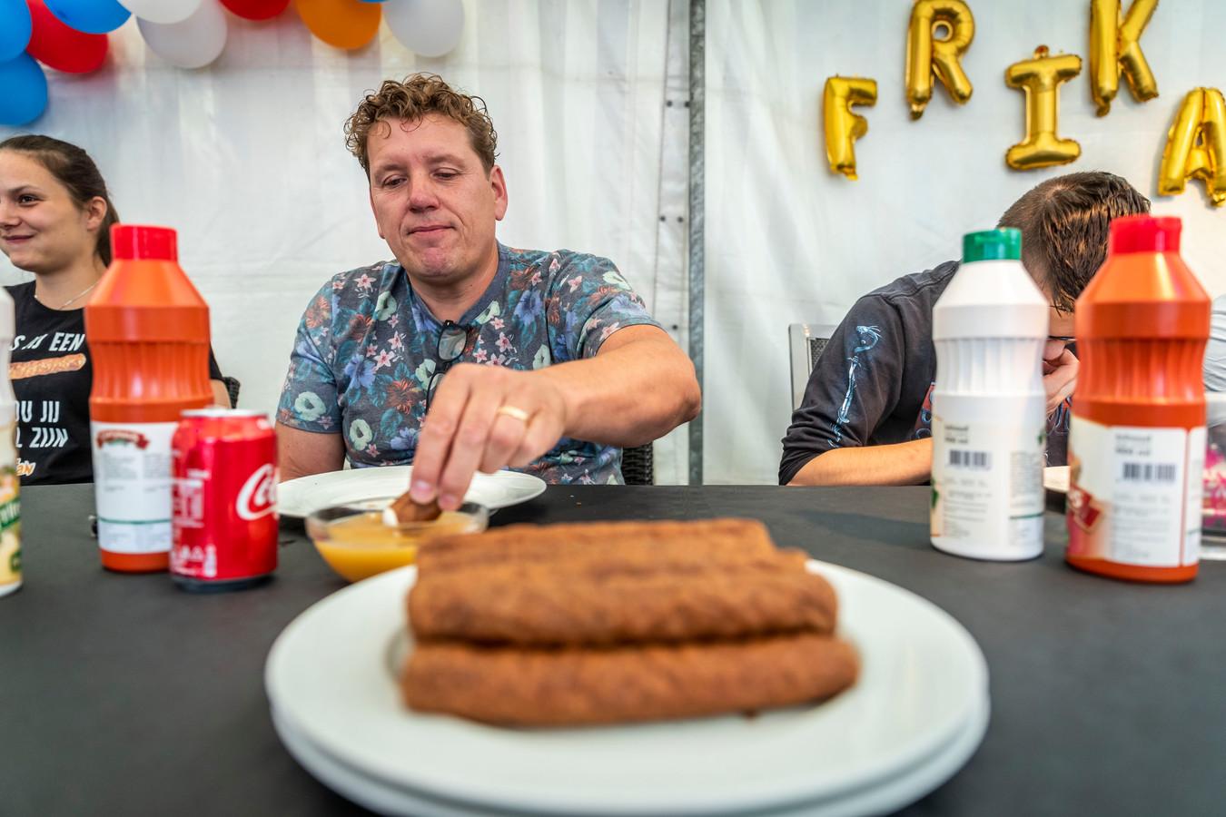 Eethuis Reintje in Mierlo houdt een Mierloos kampioenschap frikandellen eten. De winnaar wint onder andere een gouden frituur.