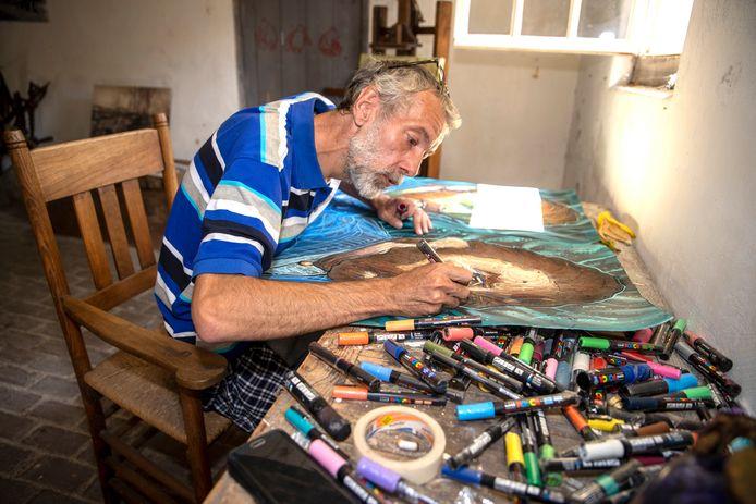 NOWART aan het werk in het voormalige atelier van Vincent van Gogh in Nuenen.