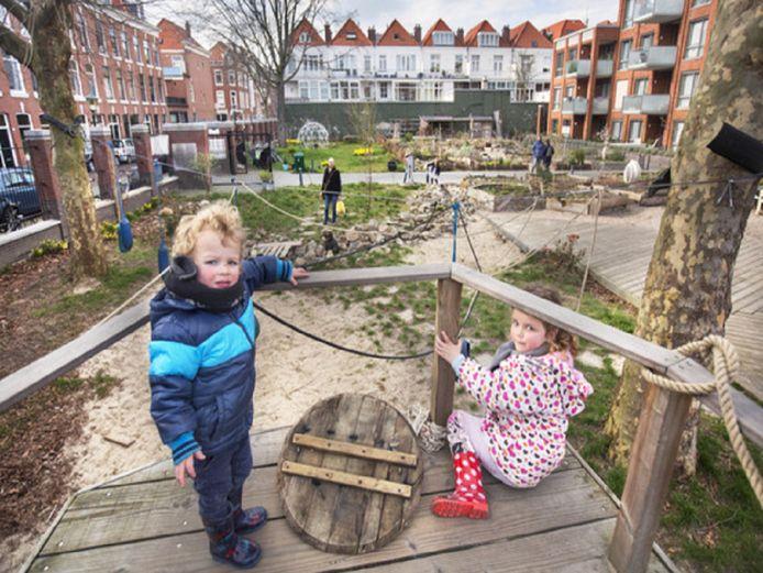 Steen des aanstoots is de rol van de stichting Zeeheldentuin die zich als organisator heeft opgeworpen, maar ook projectideeën heeft ingediend.