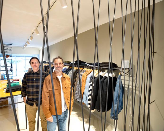 Walter en Maarten van Beek in de nieuwe mannenmodezaak Walther in Eindhoven.
