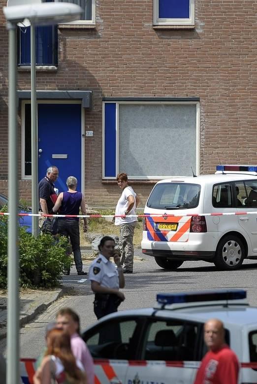 Een agent zag zich genoodzaakt zijn pistool te trekken en te schieten.