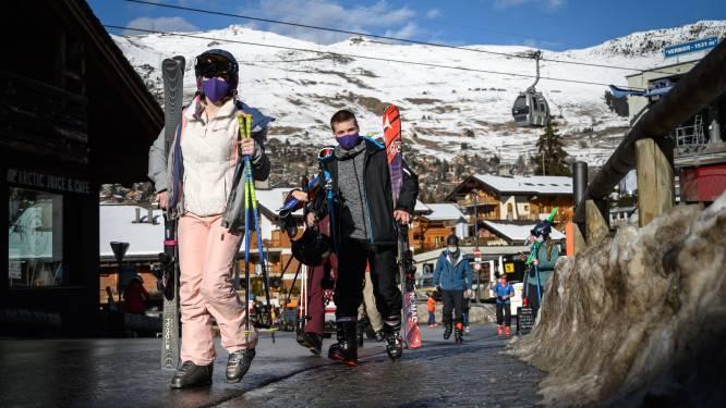 Zwitserland 'jaagt' op meer dan 10.000 Britse skitoeristen die eigenlijk in quarantaine moeten: boete van meer dan 9.000 euro
