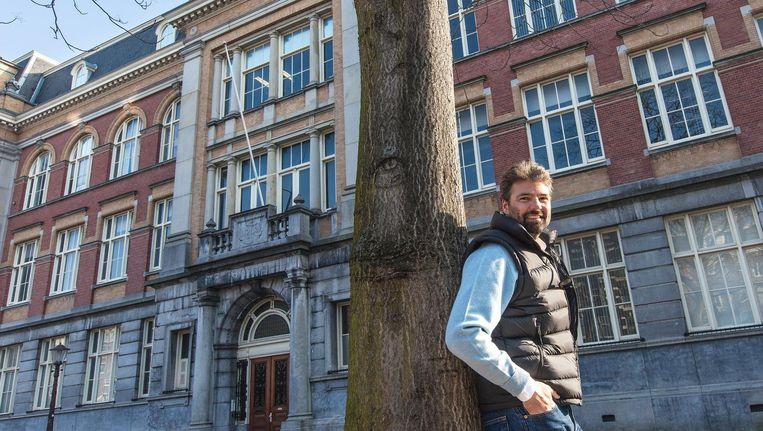 Reinout Oerlemans voor het pand aan het Raamplein, dat hij vorige maand voor 20,7 miljoen euro heeft verkocht. Het voormalige, door hem opgerichte Eyeworks, vertrekt er nu Beeld Marc Driessen