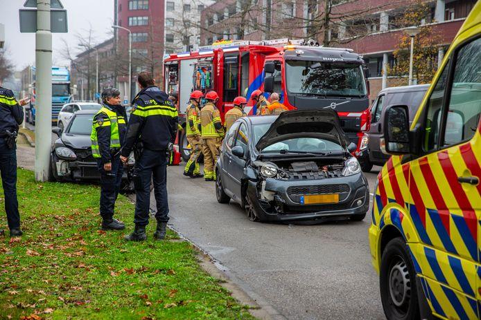 Twee gewonden bij botsing tussen twee auto's in Roosendaal