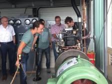 Apeldoornse scholieren schenken  antieke ziekenhuismotor aan museum