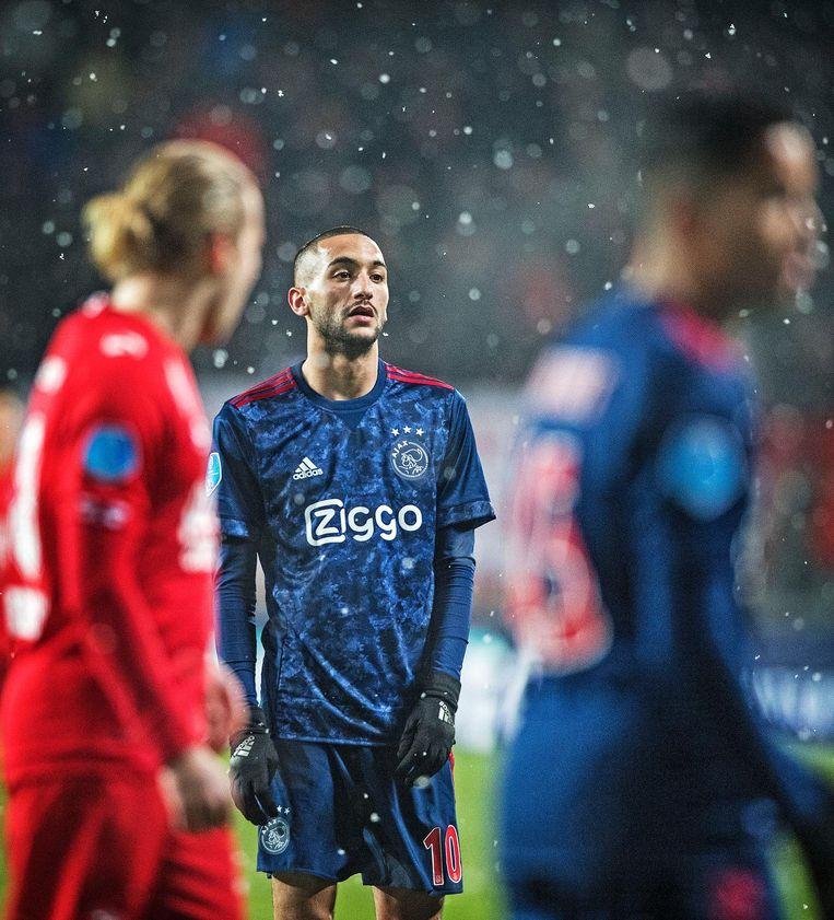 Ajax-speler Hakim Ziyech tijdens de wedstrijd tegen Twente. Beeld Guus Dubbelman / de Volkskrant