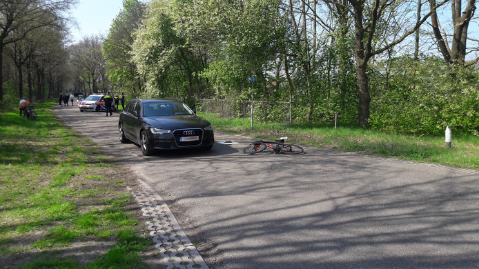 Een automobilist reed een groep wielrenners aan in Mierlo: meerdere fietsers zijn zwaargewond naar het ziekenhuis gebracht