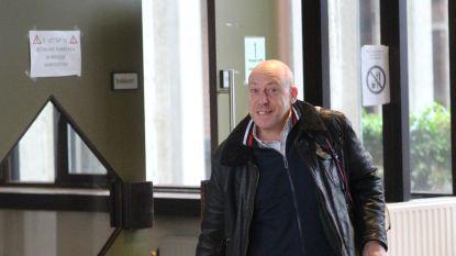 Ooit kocht hij 400 handtassen voor z'n vrouw, nu moet hij het stellen met 1.000 euro