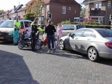 Vrouw in scootmobiel lichtgewond bij aanrijding door auto in Waalwijk
