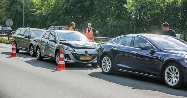Vrouw gewond door kettingbotsing op N325 in Arnhem.