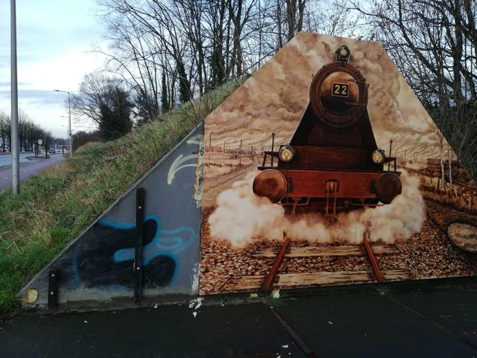 Een deel van het kunstwerk van Sonna Krom waaide weg.