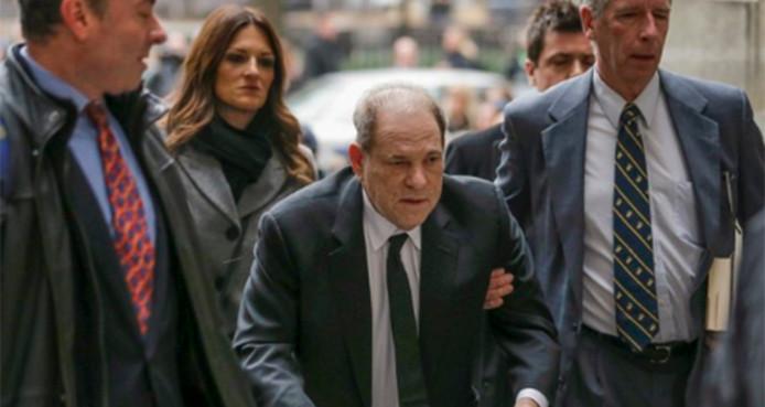 Harvey Weinstein lors de son arrivée au procès