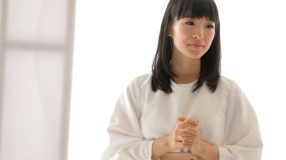 """""""Luister niet naar Marie Kondo!"""" Boekenwormen ageren tegen controversieel advies Japanse opruimgoeroe"""