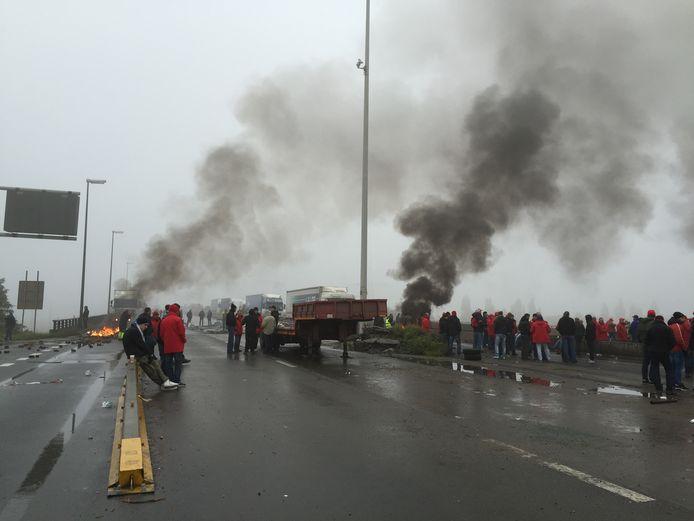Beeld van de wegblokkade in Luik op 19 oktober 2015.