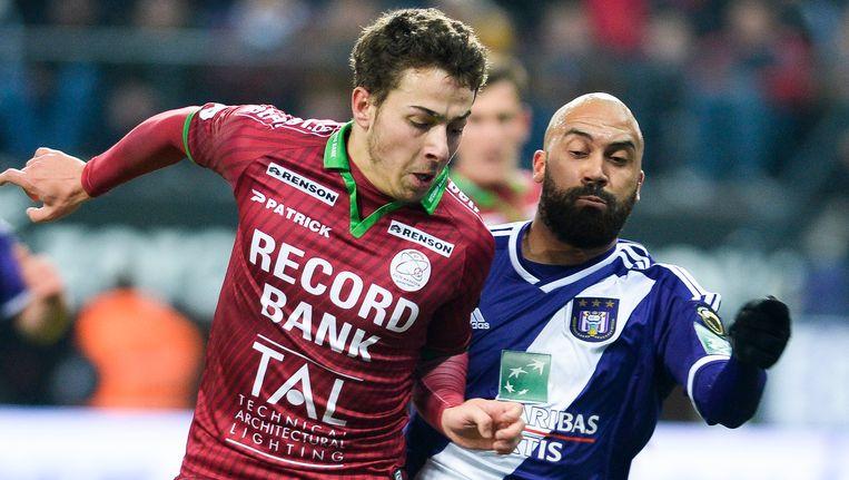 Kylian Hazard in duel met Anthony Vanden Borre