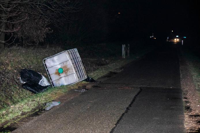Op de Kerkstraat tussen Arnhem en Elst is in de nacht van maandag op dinsdag een zogeheten IBC-vat met drugsafval aangetroffen.