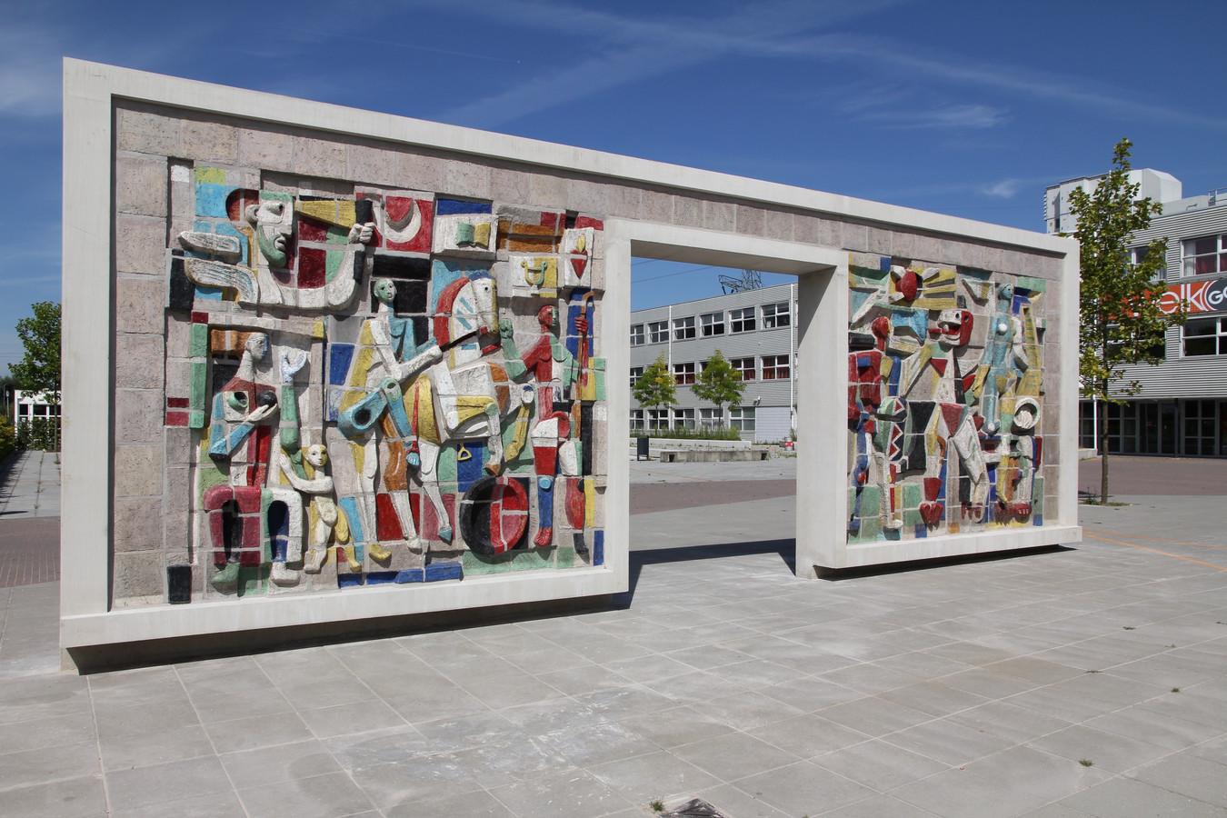 Het werk van Hugo Brouwer op het schoolplein van Graaf Engelbrecht.