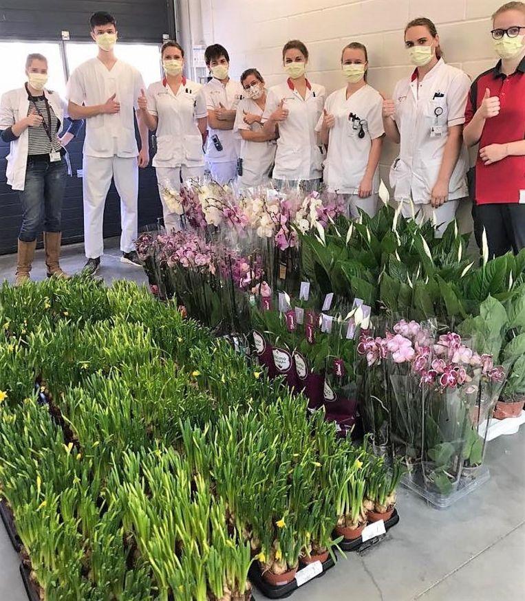 De 150 bloemstukken die zondag werden geleverd, via het platform Tifiori
