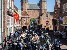 Ruim honderd gestylede mannen op ronkende motoren door Amersfoort