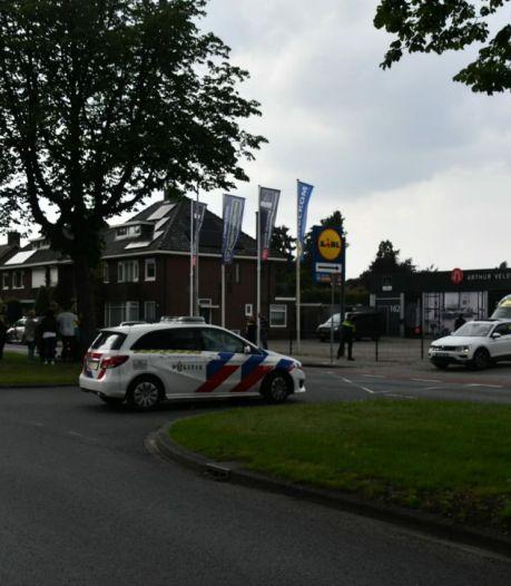 Vrouw gewond na ongeluk tussen auto en scooter in Enschede