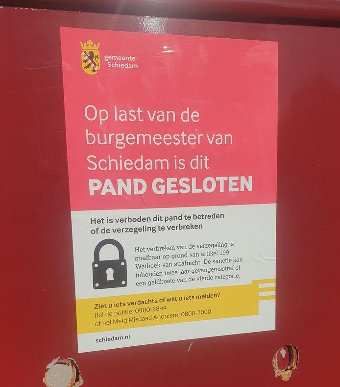 De burgemeester heeft het pand aan de Delflandseweg in Schiedam met onmiddellijke ingang gesloten.