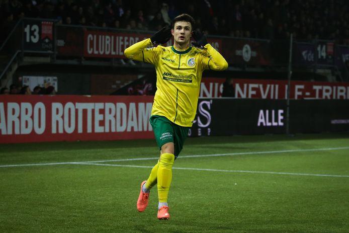 Vitalie Damascan na weer een doelpunt voor Fortuna Sittard.