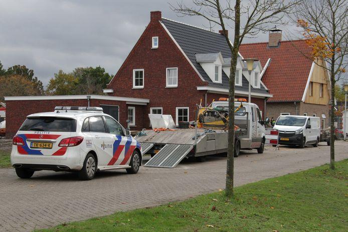 Een man is maandagmiddag zwaargewond geraakt tijdens werkzaamheden op de bouw in Markelo.