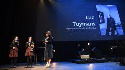 winnaar-luc-tuymans-stuurt-zijn-kat-naar-ultimas-en-schenkt-prijzengeld-weg-jambon-opnieuw-uitgejouwd