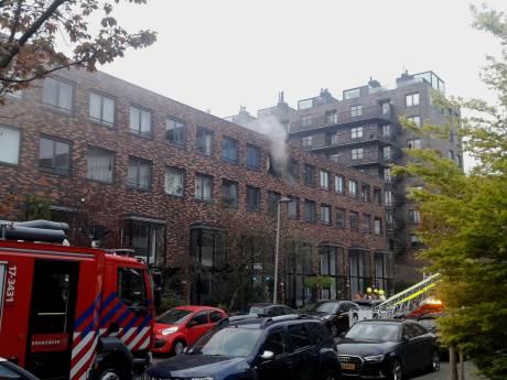 Vier auto's in brand in parkeergarage Rotterdam-Zuid: woningen ontruimd
