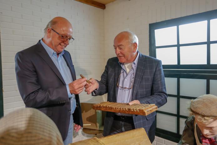 Kees Streng (L) en Ben Mondelaars (R) van het sigarenmuseum Valkenswaard