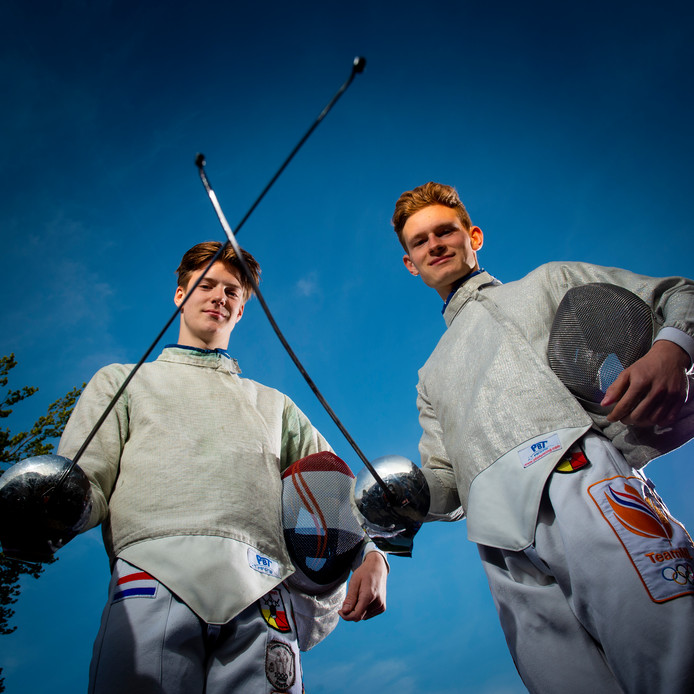 De opmars van de Apeldoornse schermers Quinton Faas en Dirk-Jan Bouwman (rechts) bij het EJK in Porec eindigde voortijdig. ,,Je hoopt natuurlijk altijd op meer.''