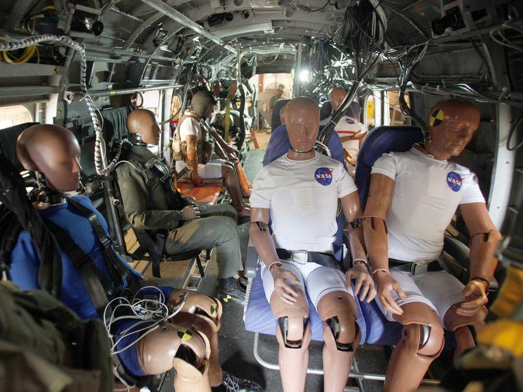 De crash test dummies in de helikopter. Beeld NASA