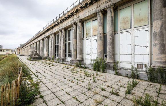 Het Thermae Palace Hotel en de Koninklijke Gaanderijen zijn dringend aan een renovatie toe.