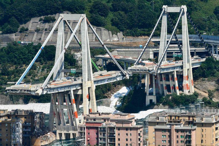 De overblijfselen van de brug voor ze vanochtend werd opgeblazen.