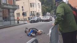 """Horrorcrash met volgwagen in hoofdrol werpt schaduw over WK U23, slachtoffer """"loopt meerdere breuken op"""""""