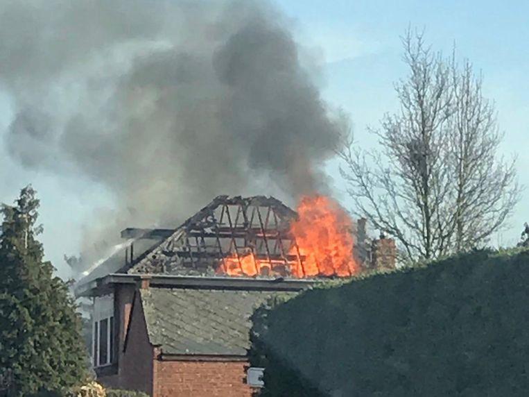 De brand woedde hevig. Het ging om een uitslaande brand. De woning is volledig vernield