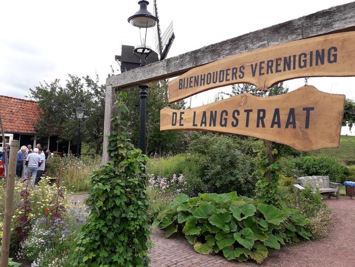 Bijenhoudersvereniging De Langstraat dit jaar in De Heemtuin in Heusden