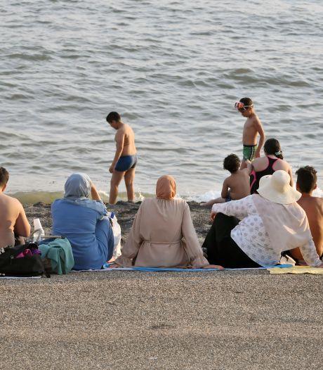 Vlaamse moslims ontdekken Zeeuwse kust: 'Jullie zijn veel vriendelijker tegen vrouwen met een hoofddoek'