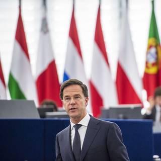 rutte-krijgt-een-staande-ovatie-in-het-europees--in-zijn-speech-kiest-hij-ondubbelzinnig-voor-de-eu