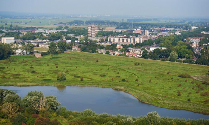 De Grebbedijk bij Wageningen wordt versterkt.