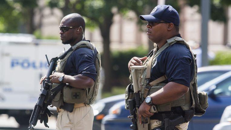 Zwaarbewapende bewaking voor de federale rechtbank in Washington, waar Khattala is voorgeleid. Beeld epa