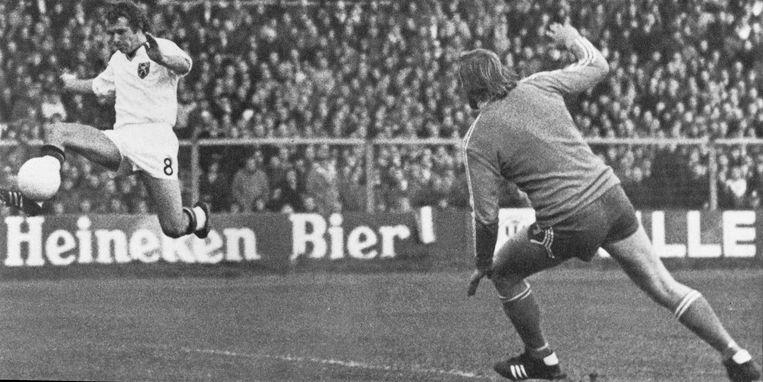 België mist het WK 1974 na een 0-0-gelijkspel tegen Nederland. Het doelpunt van Jan Verheyen wordt onterecht afgekeurd voor buitenspel.